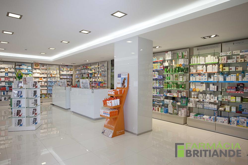 Zona de atendimento - frente - Farmácia de Britiande